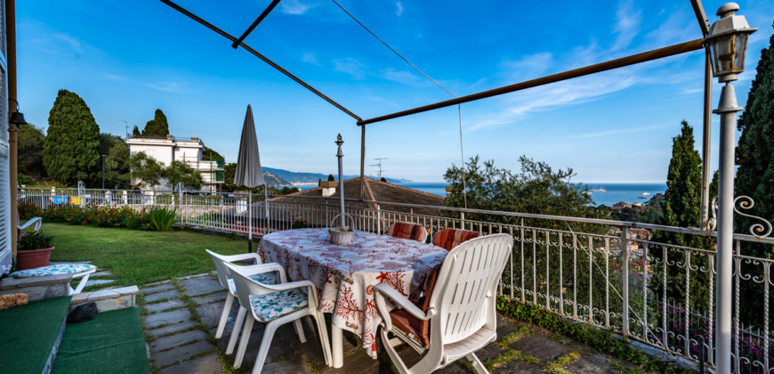 Appartamento con giardino e vista mare